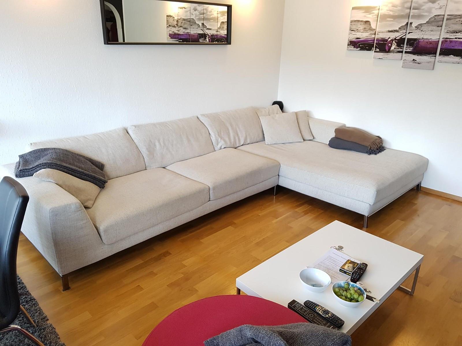 Sofa - Bergen  - Sofa med sjeselong selges. Mål: 350cm x 200cm. Sofa er i to deler med separate puter. Kan hentes fortløpende. - Bergen