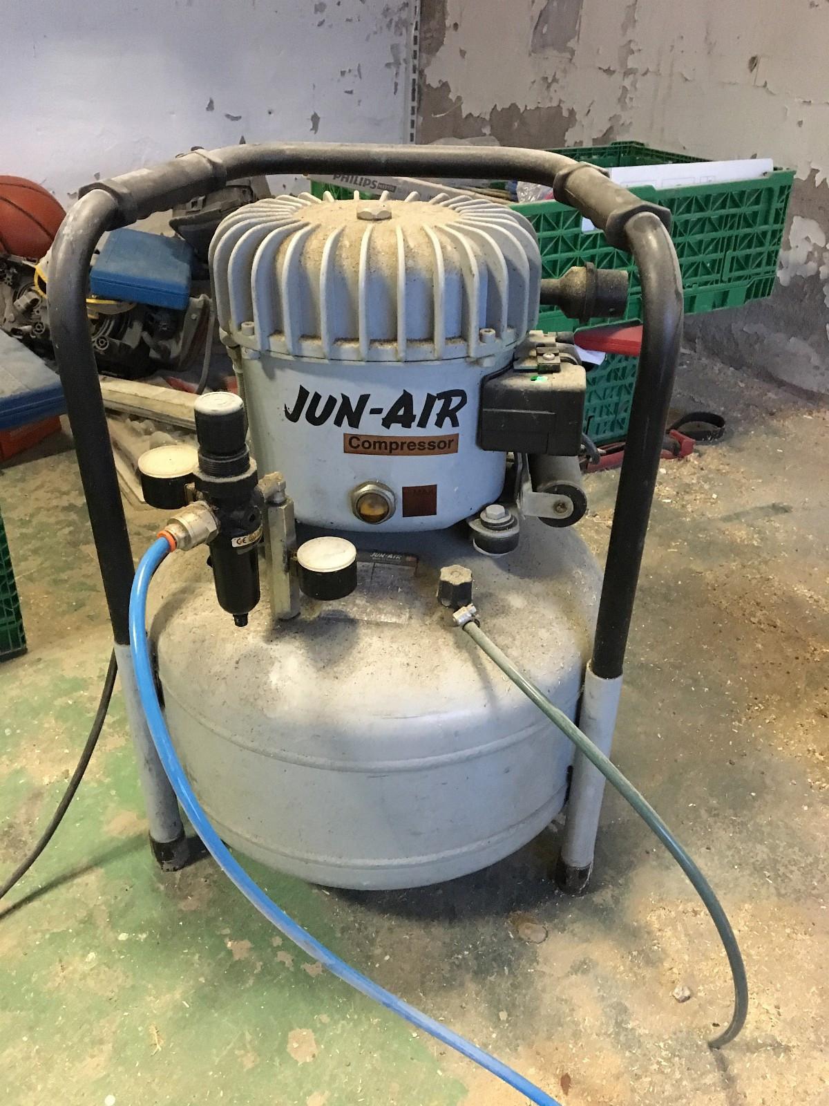 kompressor - Sandefjord  - Jun-Air oljesmurte kompressorer. Montert på tank. Når det kreves en pålitelig forsyning av stille trykkluft er Jun-Air oljesmurte det perfekte valg. Støynivået er så lavt som 35 dB på noen av modellene, det er langt under en normal sa - Sandefjord