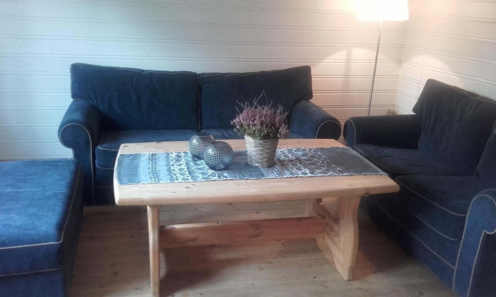Sofa 2 og 3 seter med puff - Kongsberg  - 3 og 2 seter med puff. Fin blåfarge - Kongsberg