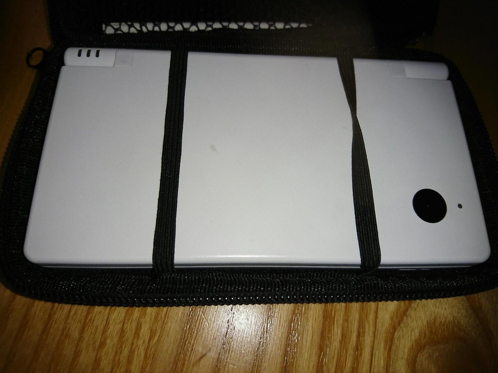 Nintendo 3DS, Nintendo DSi, og 12 spill - Finstadjordet  - Nintendo 3DS med minnekort selges 400kr Nintendo DSi med minnekort selges 200kr.  Spill selges 50-200kr stk. - Finstadjordet