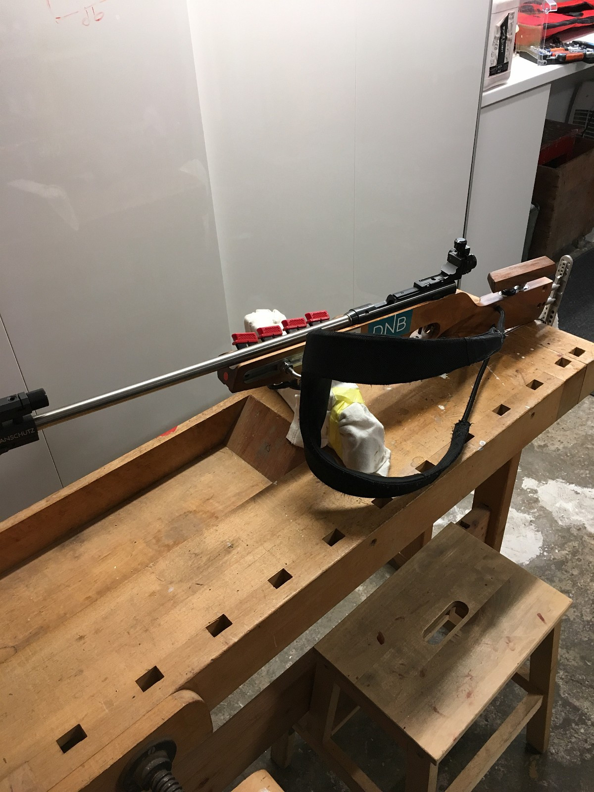 Anschütz Fortner skiskyttergevær - Oslo  - Pent brukt gevær selges med  - 4 kort og tre langer magasin - bæresele - tre armreimer - futteral. - Oslo