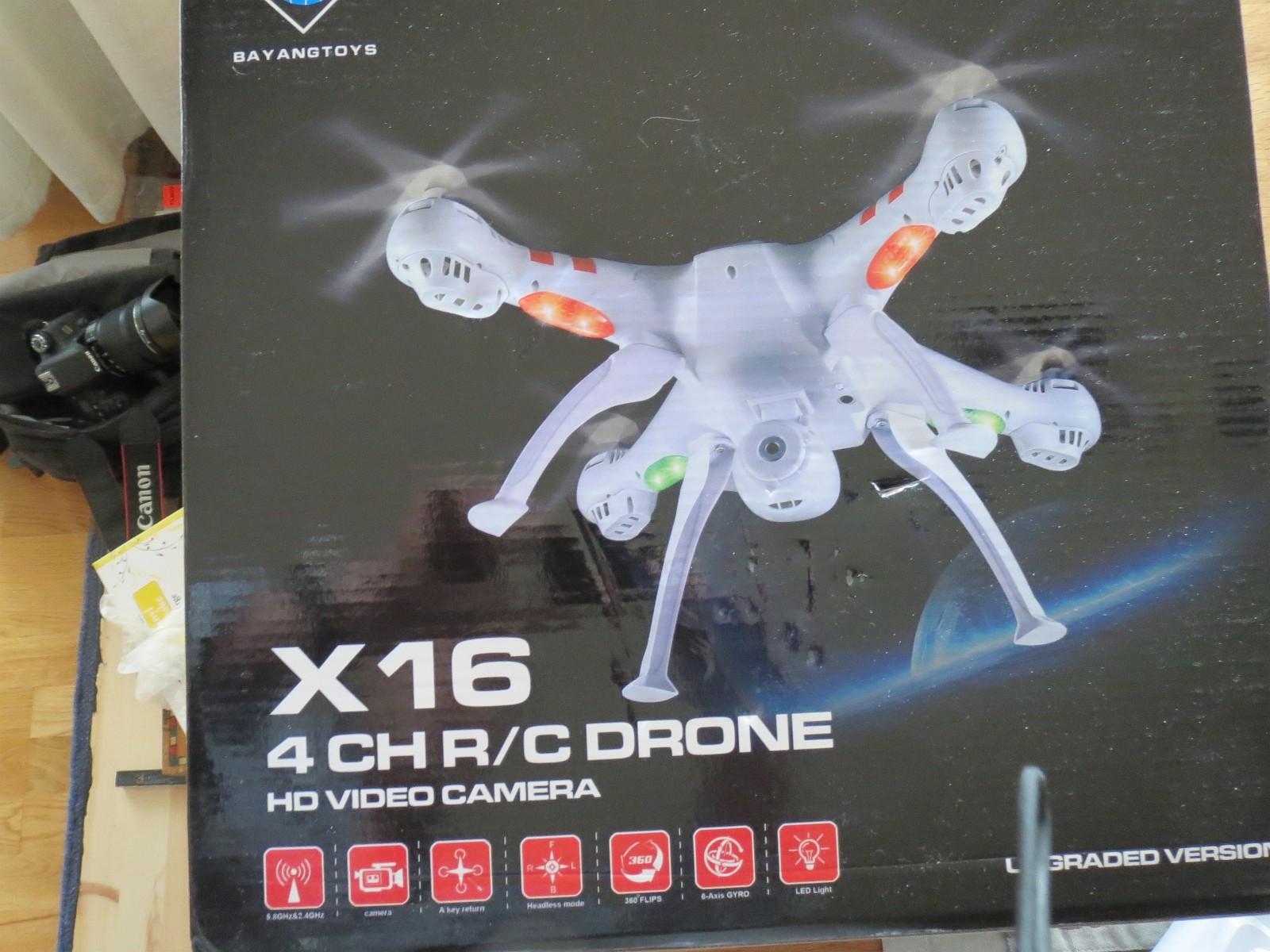 DRONE X16 MED KAMERA - Molde  - Drone med 2 mp kamera. Brukt i 20 minutter, fremstår som ny. Størrelse 51 x51, høyde 19, alt i cm. Flytid pr batteri ca 14 min. 2 batteri,1sett med føtter og 2 sett med propeller følger med som ekstra Rekkevidde 350 med, kom hjem fu - Molde