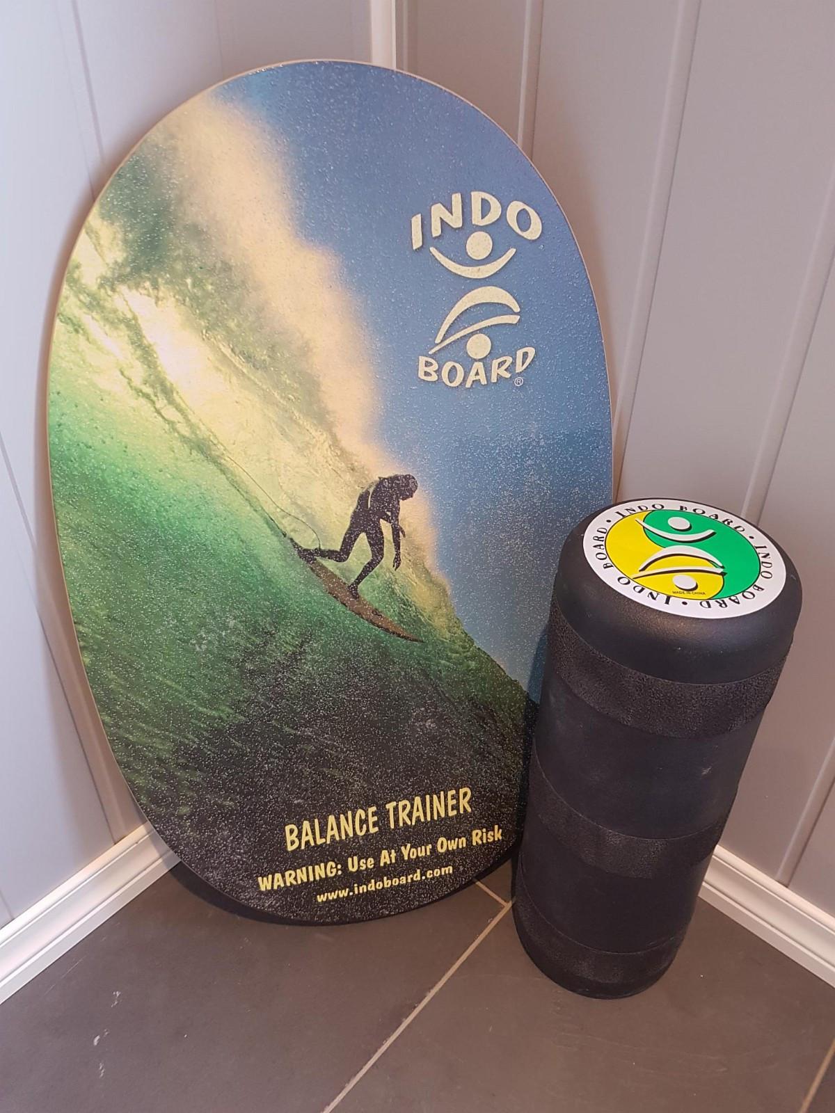 Indo Board Orginal - Indo Natural Surf - Nesttun  - Indoboard balansetrener med tøft surfemotiv i blått og grønt, bra brett som ser kult ut.  Indoboard original er den letteste modellen å lære indoboarding på for personer i alle aldre og ferdigheter. Hovedpoenget er å stå på brettet s