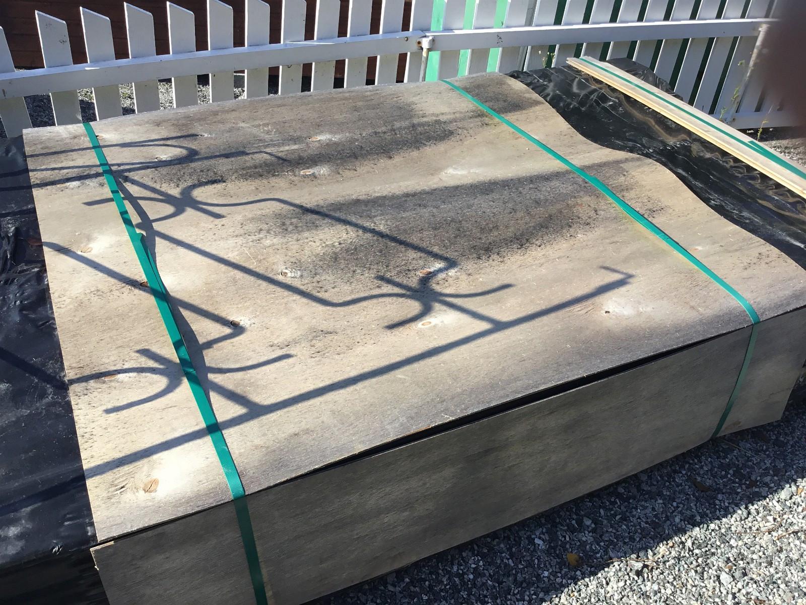 Laftebod - Rong  - 2.2 m2 bod selges ,to vinduer i front.Bruksanvisning ligger i kassen. - Rong