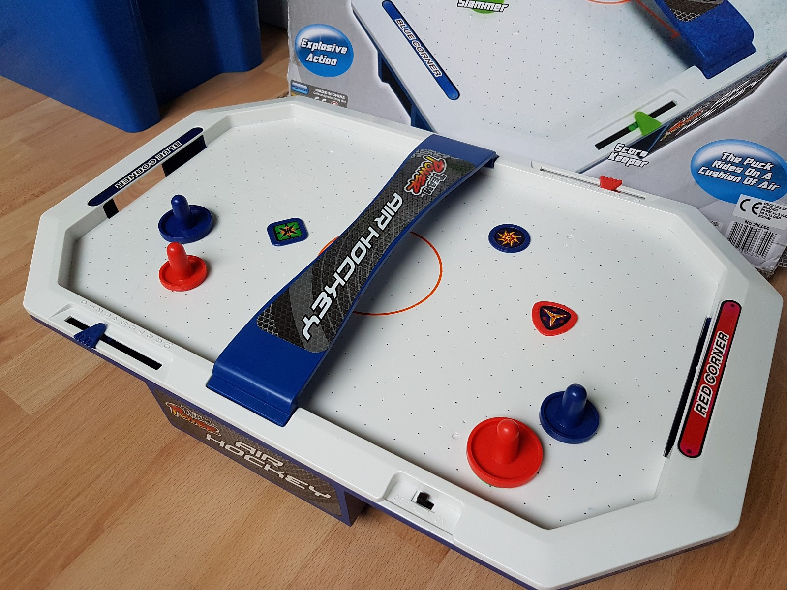 Team Power Battery-Operated Air Hockey Game. - Oslo  - A playing surface 51 x 31 cm.