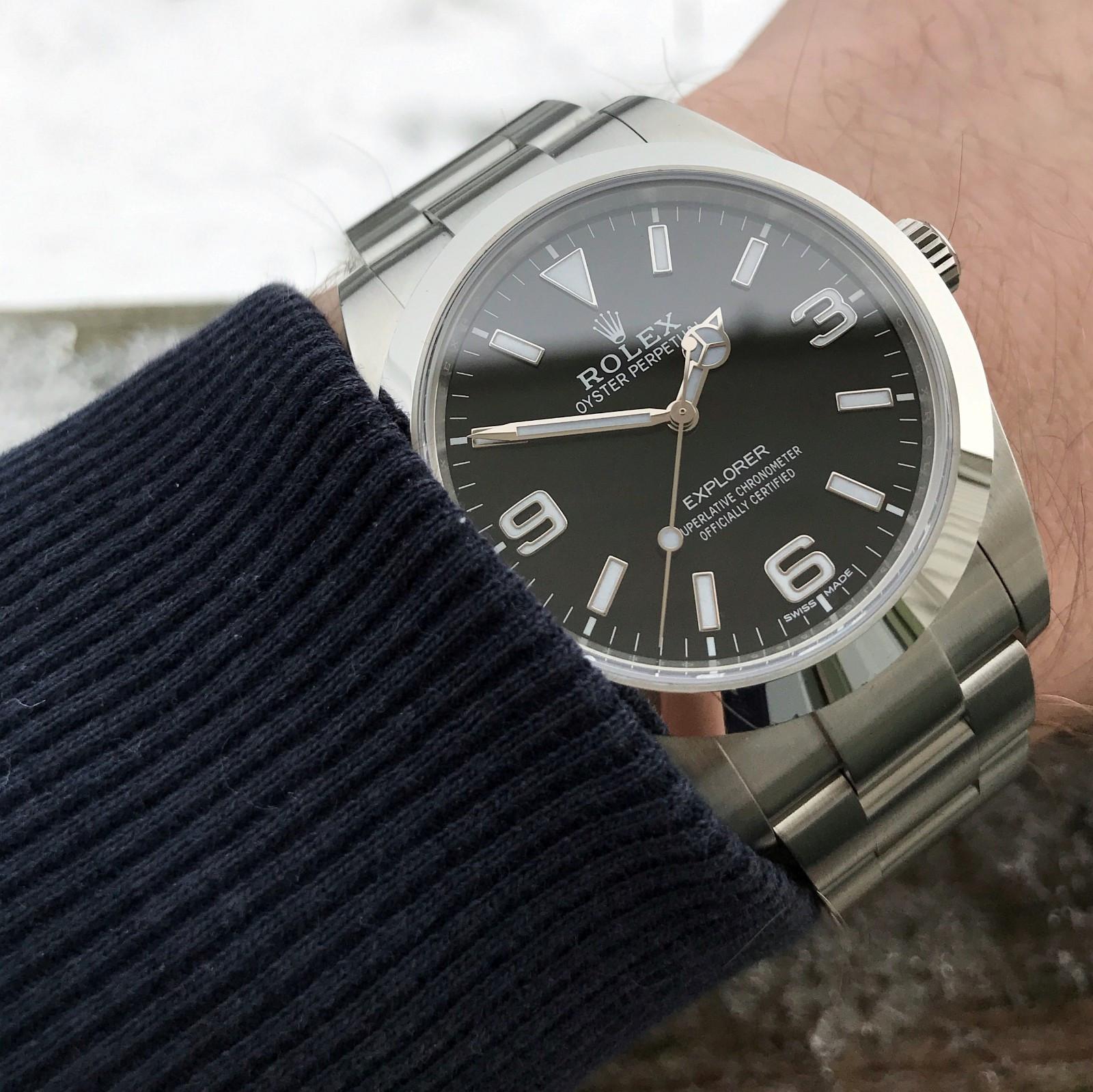 """Rolex Explorer 214270 - Laksevåg  - Explorer kjøpt på Bjerke i Bergen i april 2017. Dette er den """"nye"""" versjonen som ble introdusert på Basel i 2016, med litt lengre visere og lume i 3-6-9. Akkurat passe størrelse, og såpass diskret at den kan brukes til hva som helst"""