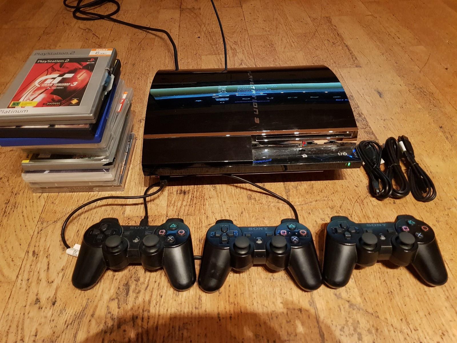 PS3 1gen med spill+tilbehør - Vikersund  - Selger PS3 60GB 1 generasjon som kan spille ps1 og ps2 spill.Selges med 10 spill og 3 spaker+3 nye ladekabler som ikke er brukt.Maskinen virker som den skal. - Vikersund