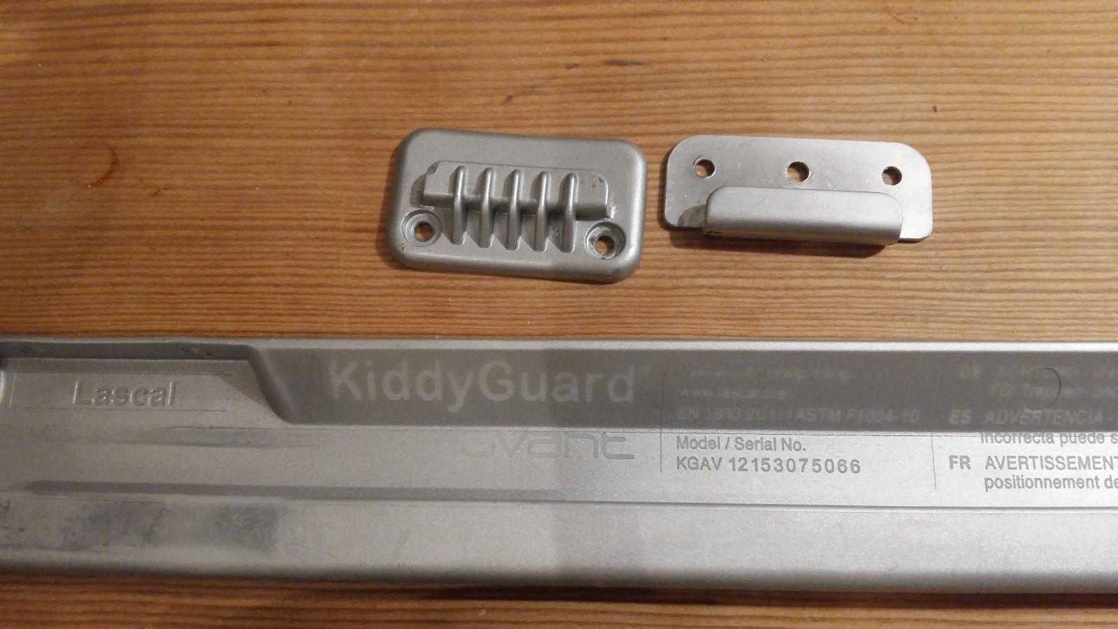 KiddyGuard Avant trappegrind - Oslo  - Selger en hvit Lascal KiddyGuard Avant. En smart og arealeffektiv trappegrind med rullegardinprinsipp som tar minimalt med plass i trappen. Den har vært perfekt i vår lille gang med trapp ned til kjelleren.  Den er kjøpt i 2013 og god - Oslo