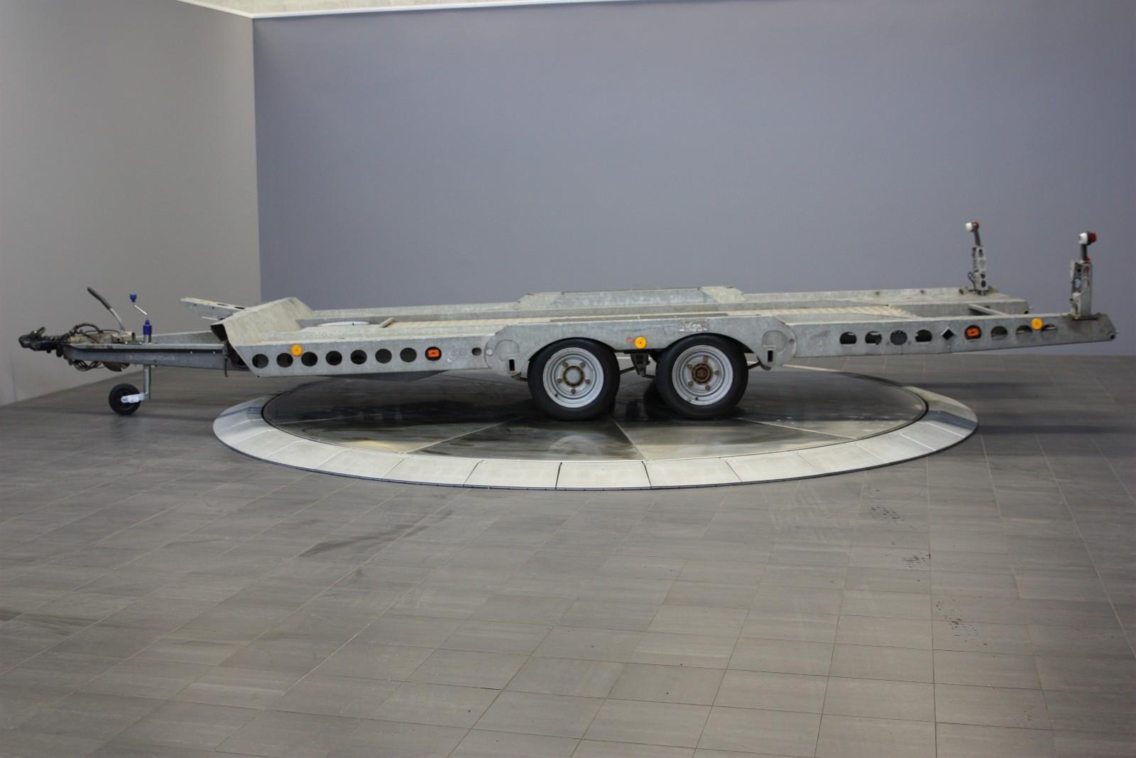 Ifor Williams CT 177 - Hamar  - CT-177 er den største biltransporteren fra Ifor Williams med hele 2700 kg i nyttelast og 3500 kg totalvekt. Meget solid og kraftig.  Kraftig stålramme med hydraulisk tilt. Integrerte kjørebruer så man kan få på de laveste sportsbil - Hamar
