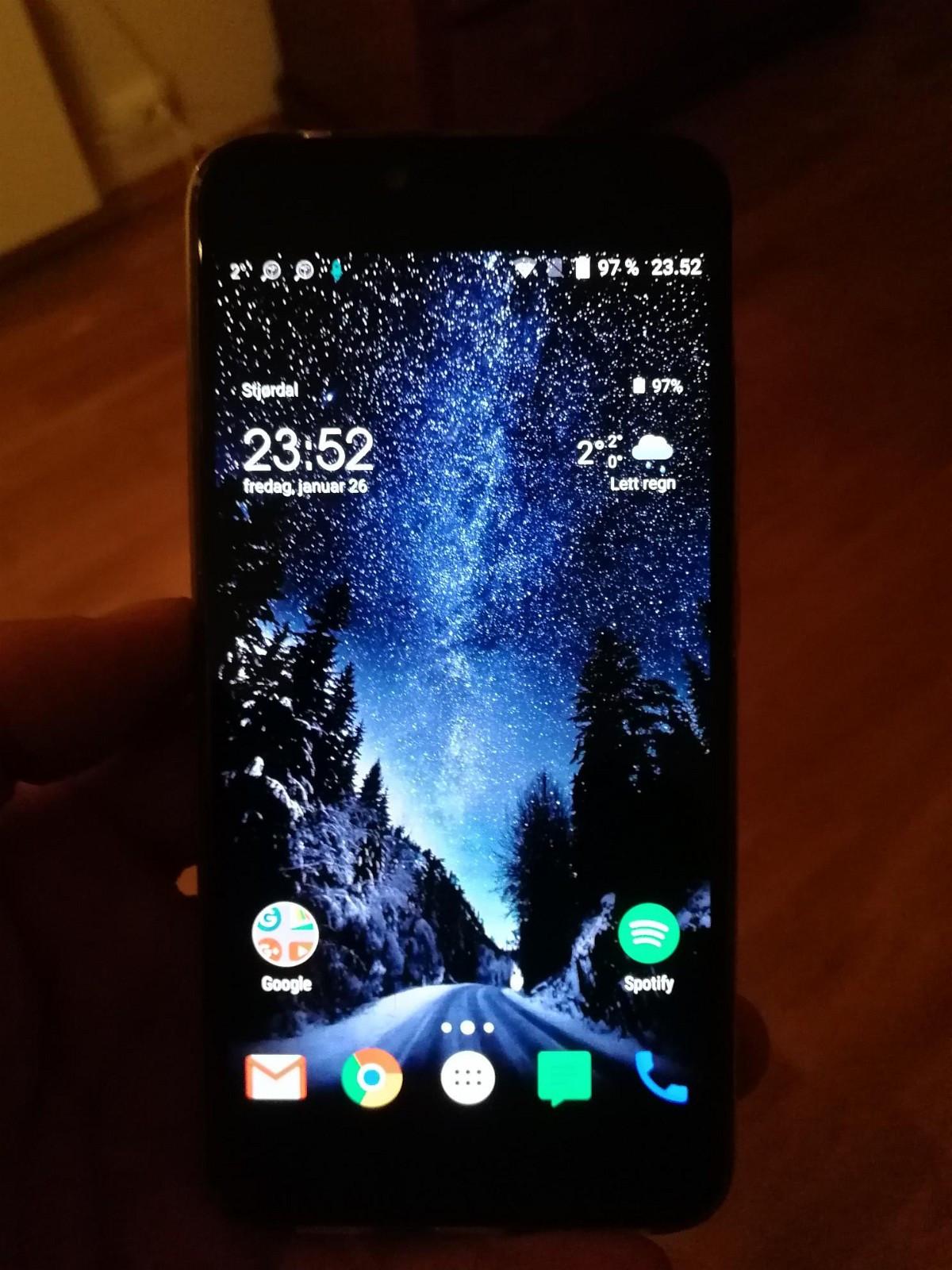 Umidigi Z1 pro 4 GB 64 GB dual sim - Stjørdal  - Umidigi Z1 pro 4 GB 64 GB dual sim sort  Brukt litt merker på skjermen. Men vises knapt amoled skjerm  Prosessor- MediaTek MTK6797X DecaCore 2.6GHz Cortex A53 (Helio X27) OS- Android 7.1.1 (N) SIM- Dual (Micro) - OBS - om du bru - Stjørdal