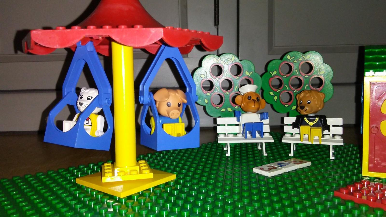 Lego fabuland - Tranby  - Lego fabuland med fine figurer og mye ekstra Selger også en kasse med 2kg lego fra 80 tallet som passer til fabuland til 300kr - Tranby