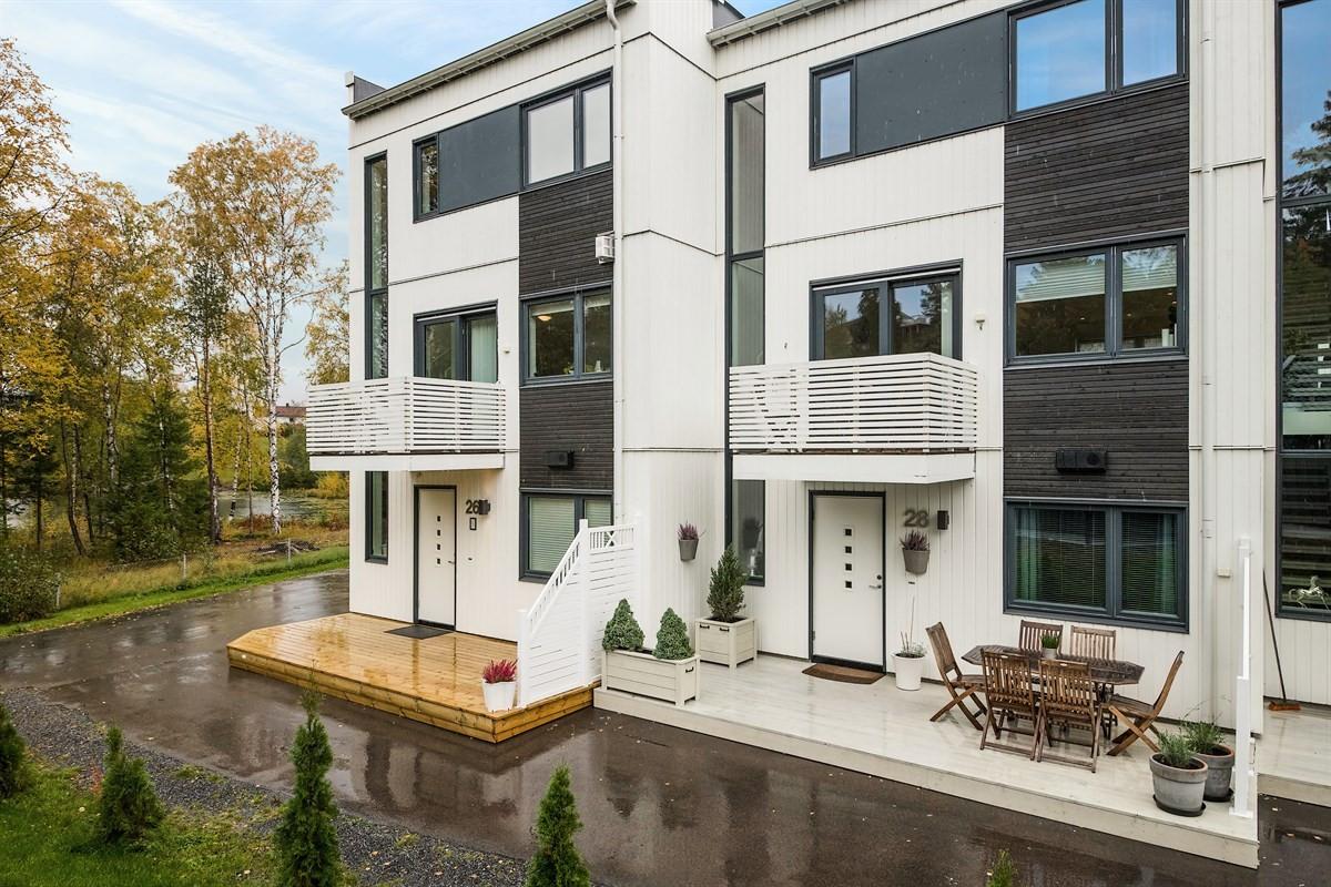 Velkommen til visning i Fjellsvingen 28 - attraktivt og moderne rekkehus.