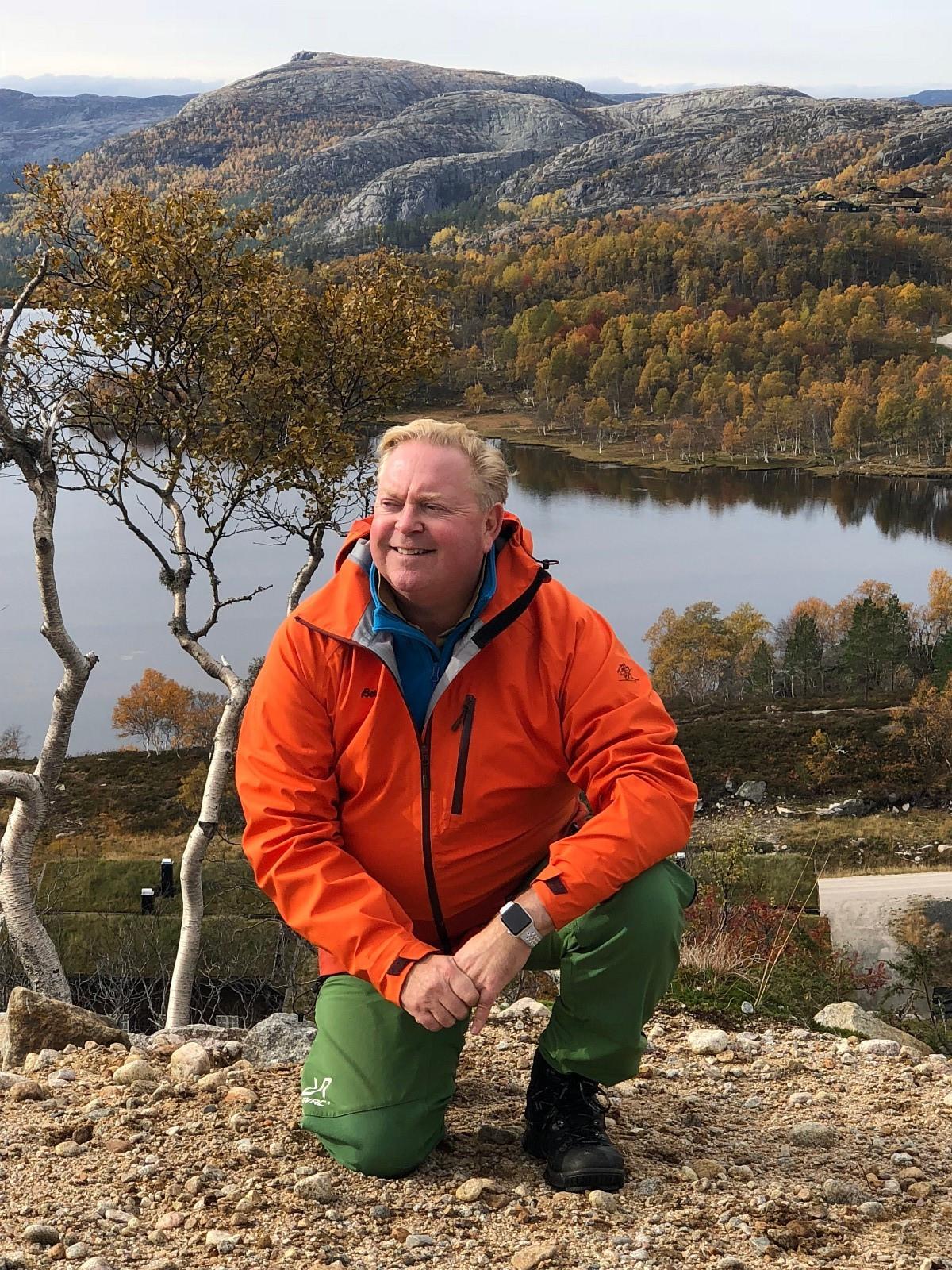 Svein Tore Overå, selger Knaben. Ring ham på tlf. 478 90009, eller send mail på: sveintore@simonsande.no