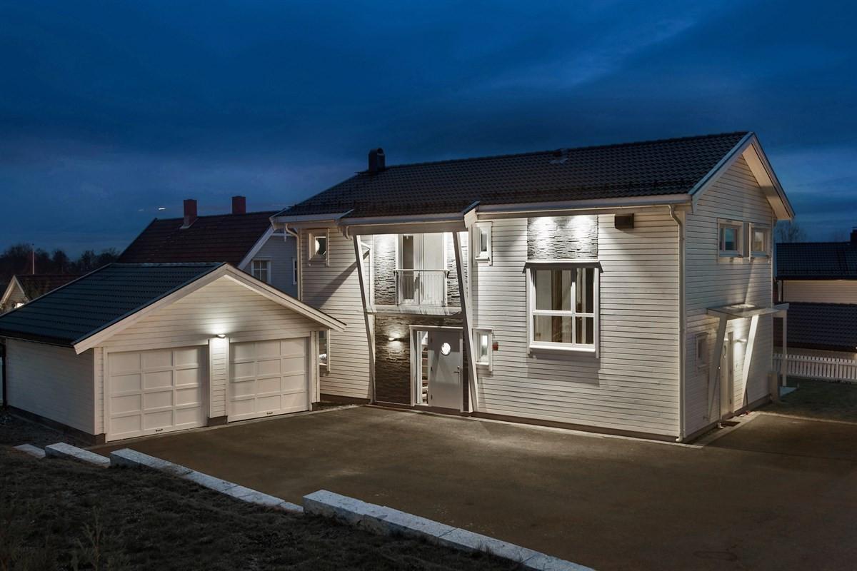 Eiendommen ligger i et attraktivt og barnevennlig boligområde på Sand i Ullensaker kommune.