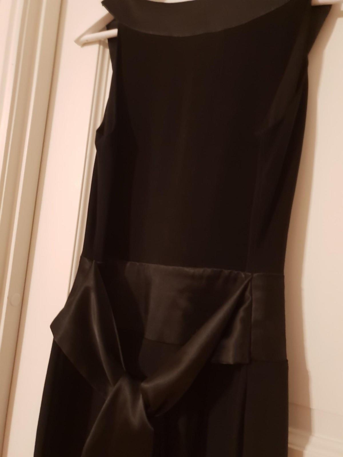 Elegant kjole fra Voice of europe til salgs. Brukt bare en