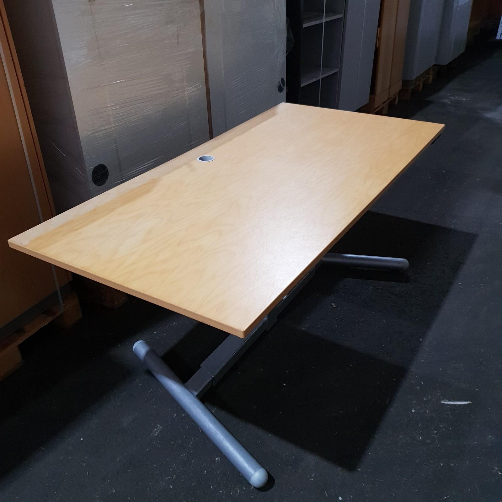 Modish 16 stk - EFG skrivebord, bjørk, 1 pilar hev/senk - Brukte UU-27