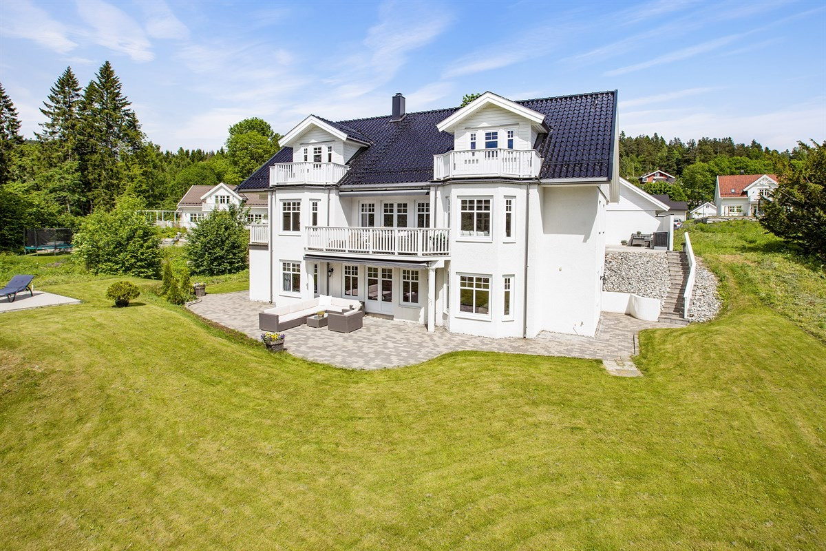 Meglerhuset & Partners Drammen - Enebolig - 12 990 000,-