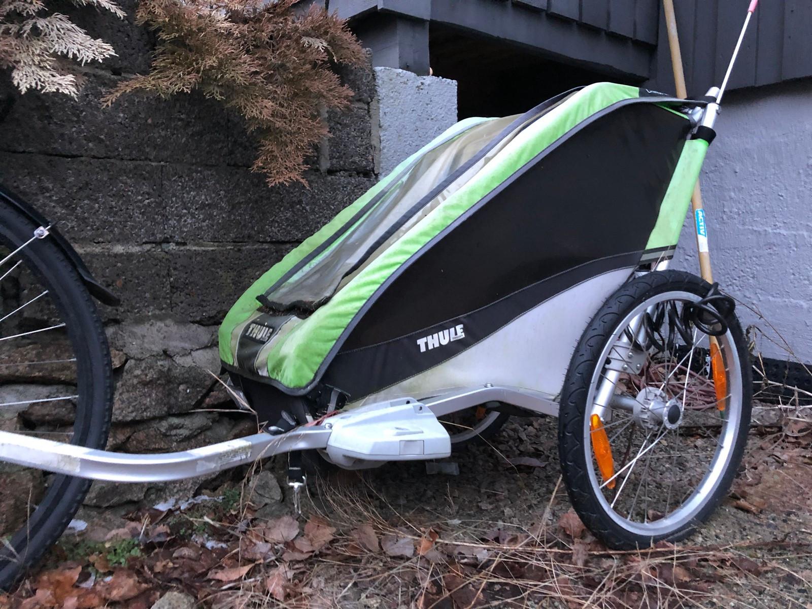Thule Sykkelvogn selges - Kråkerøy  - Thule sykkelvogn selges til kanonpris. Har stått ute en vinter, så fargen i stoffet er noe falmet. - Kråkerøy