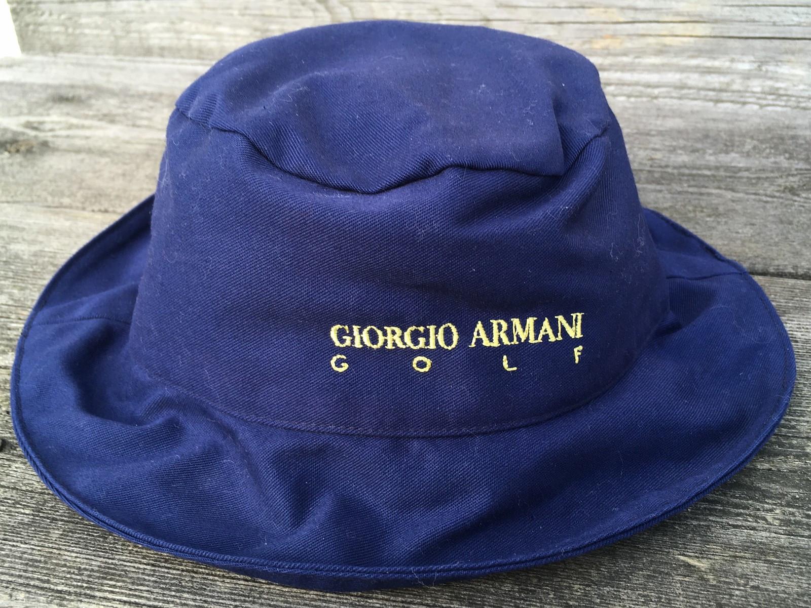 Giorgio Armani Golf hatt str 3 + hanske - Sandnes  - Pent brukt Giorgio Armani Golf hatt str 3 - hanske i skinn liten str. Selges pga det ble ikke noe av golf spillingen min. Samlet pris for hatt og hanske kr. 500,- - Sandnes