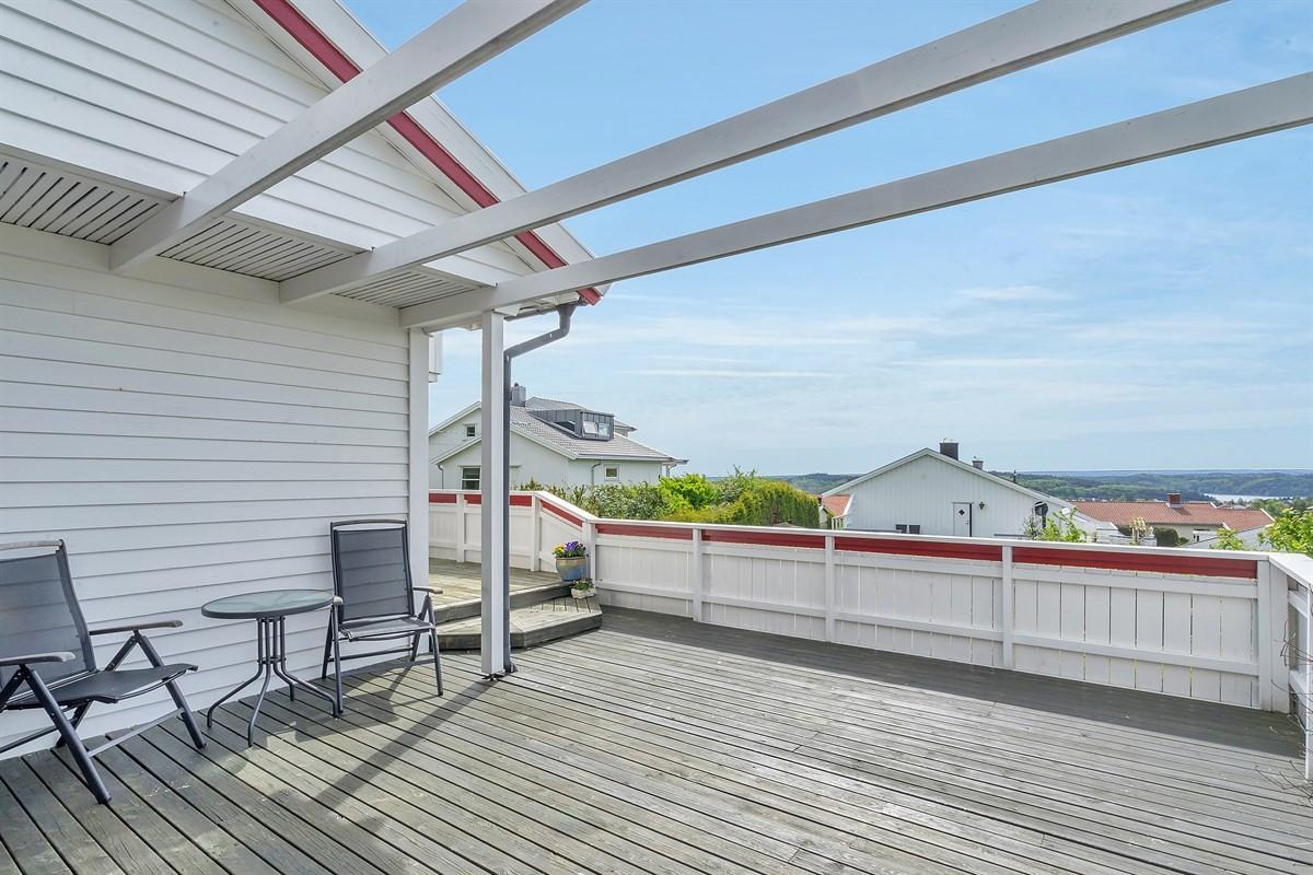 stor-og-solrik-veranda