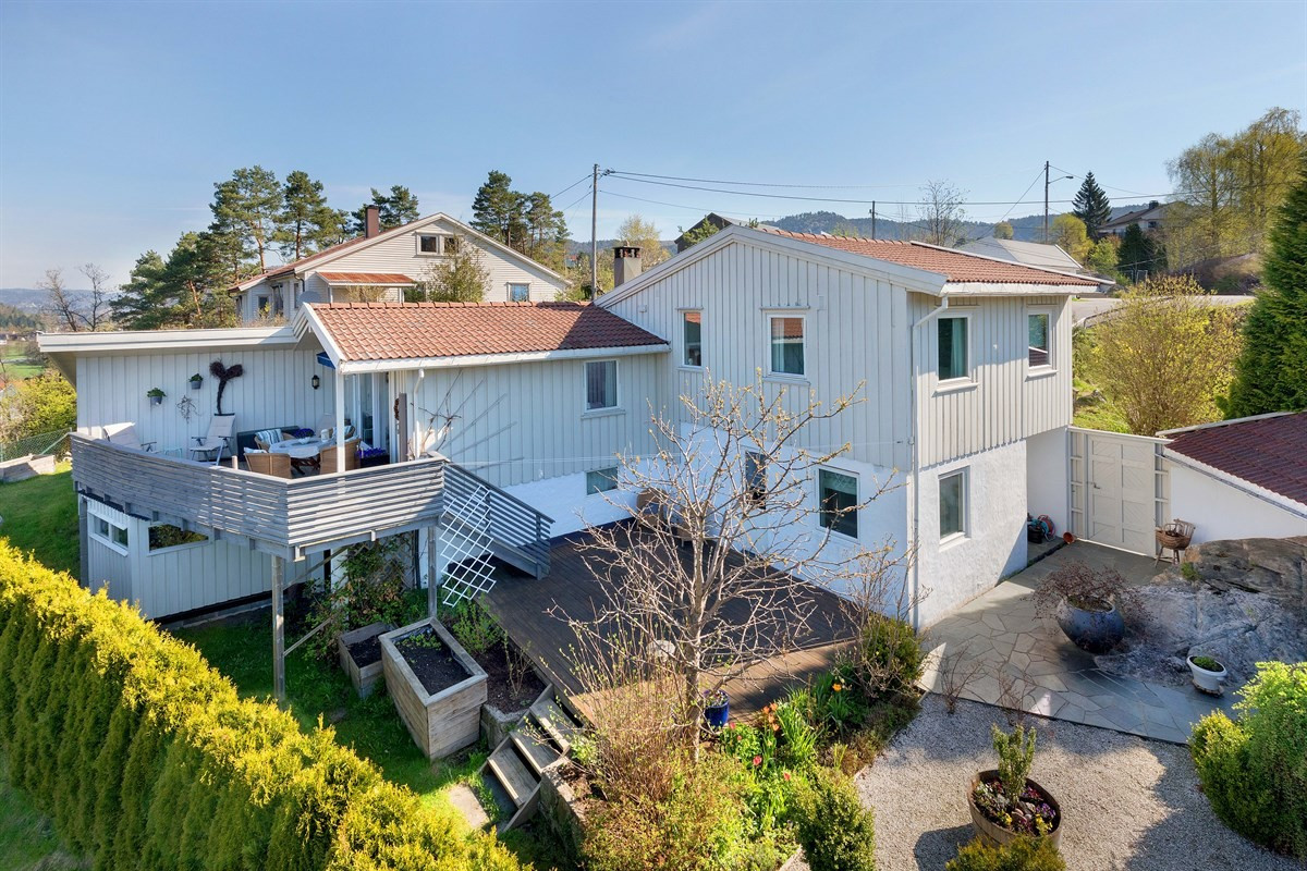 praktisk-og-innholdsrik-pabygd-bolig-med-gode-solforhold-fin-utsikt