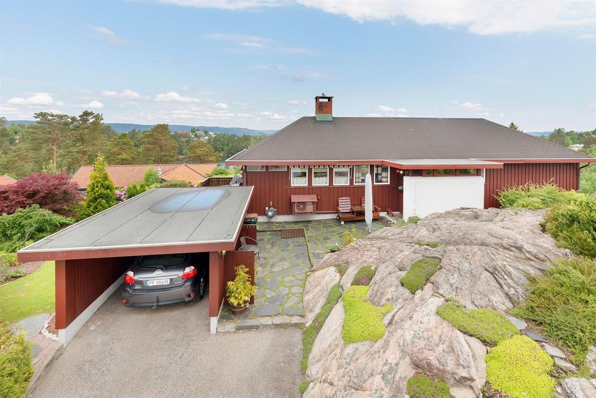 enebolig-med-fin-utsikt-og-romslig-tomt-i-popoulaert-boomrade-garasje