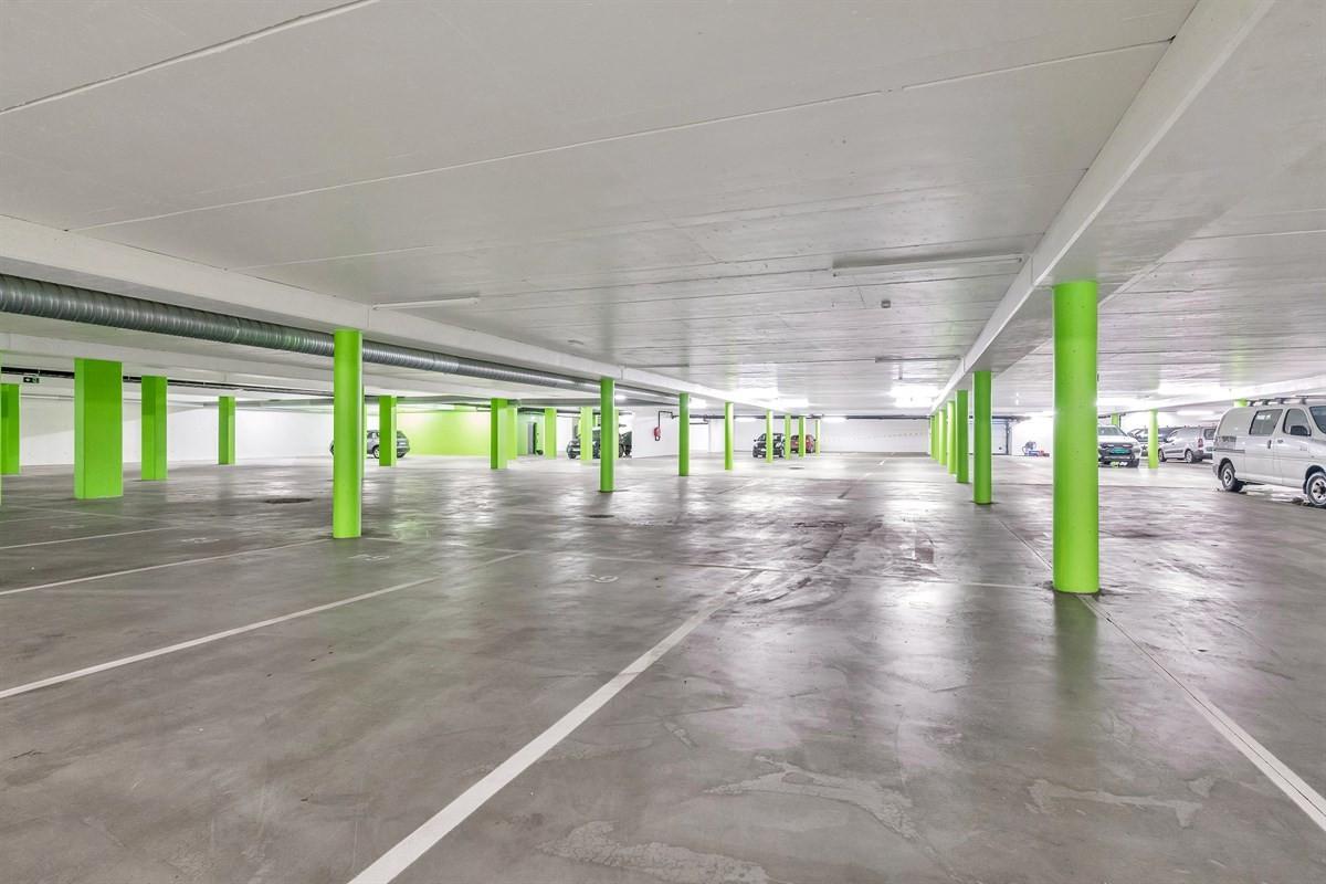 parkeringsplasser-og-boder-i-kjelleren-med-heis-opp-til-boligetasjene