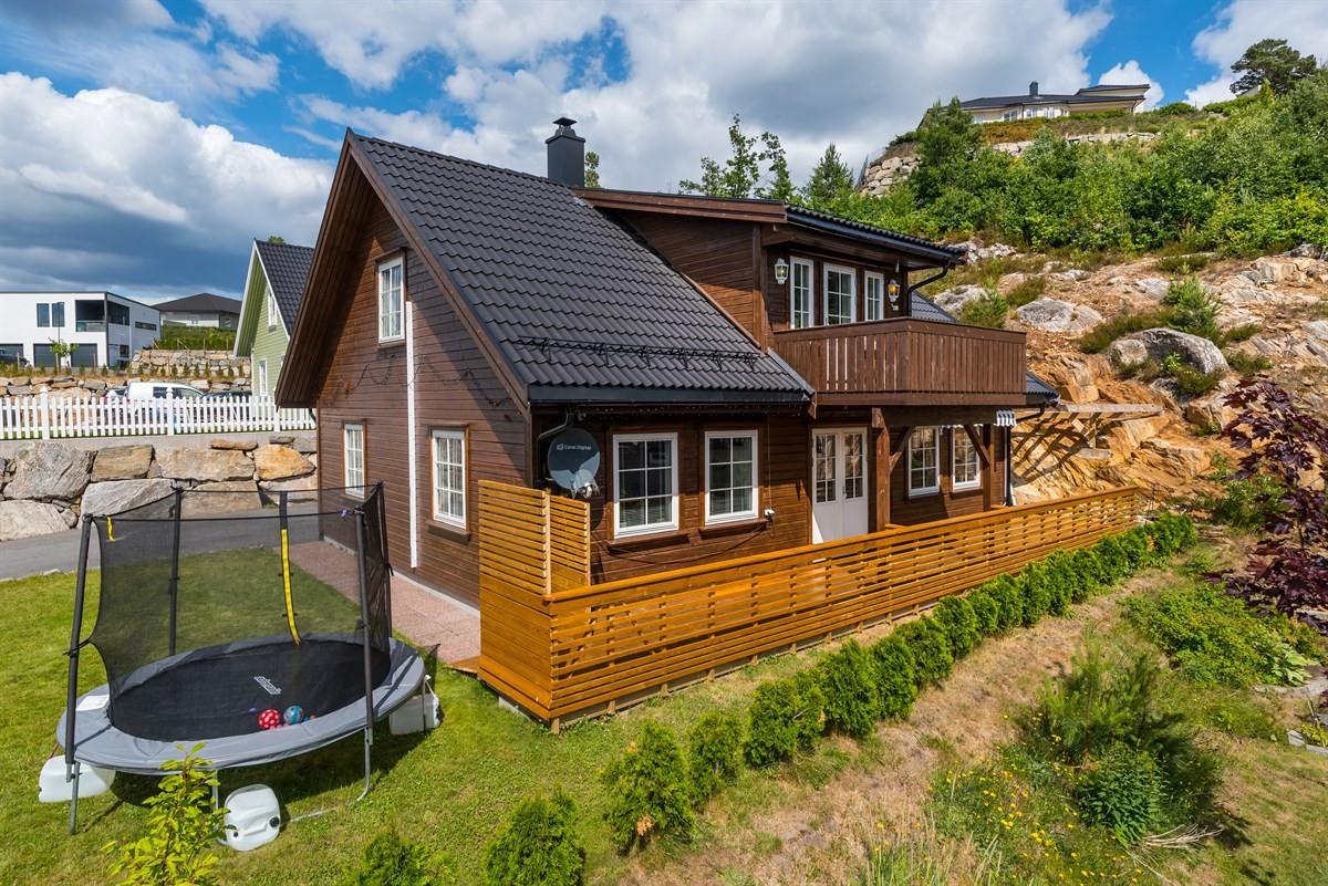 Meglerhuset & Partners Arendal - Enebolig - 2 790 000,-