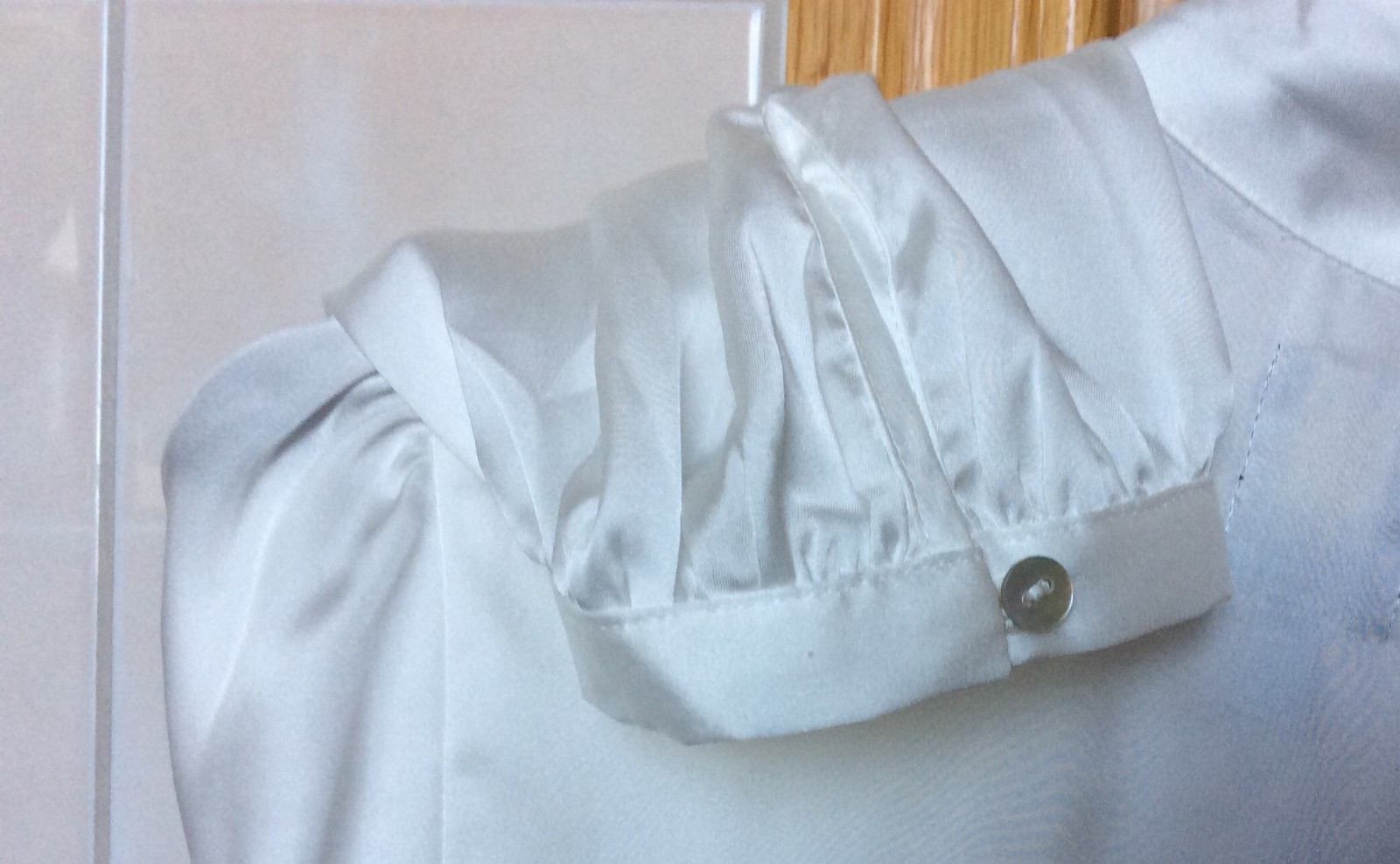 1 flott NY HVIT blusetunika. 100 % polyester. Str. M 38