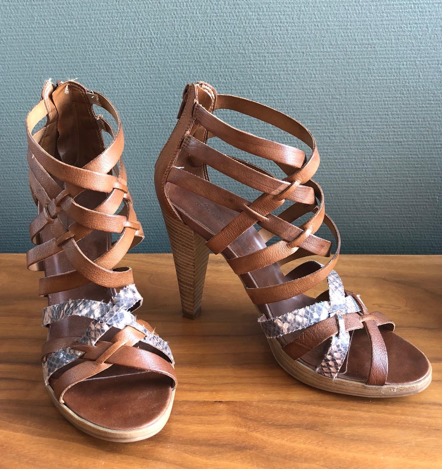 Høyhælte sandaler i skinn | FINN.no
