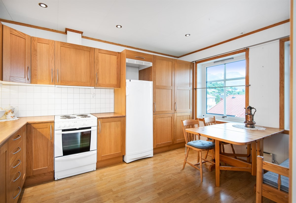 Det er god plass til spisebord på kjøkkenet.