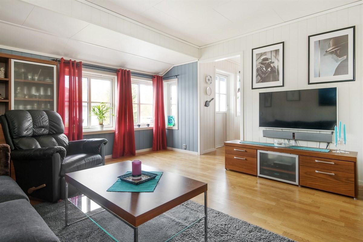 Velkommen til visning på en 3-roms selveiet leilighet i rolige omgivelser med kort vei til offentlig kommunikasjon på Fjellhamar.