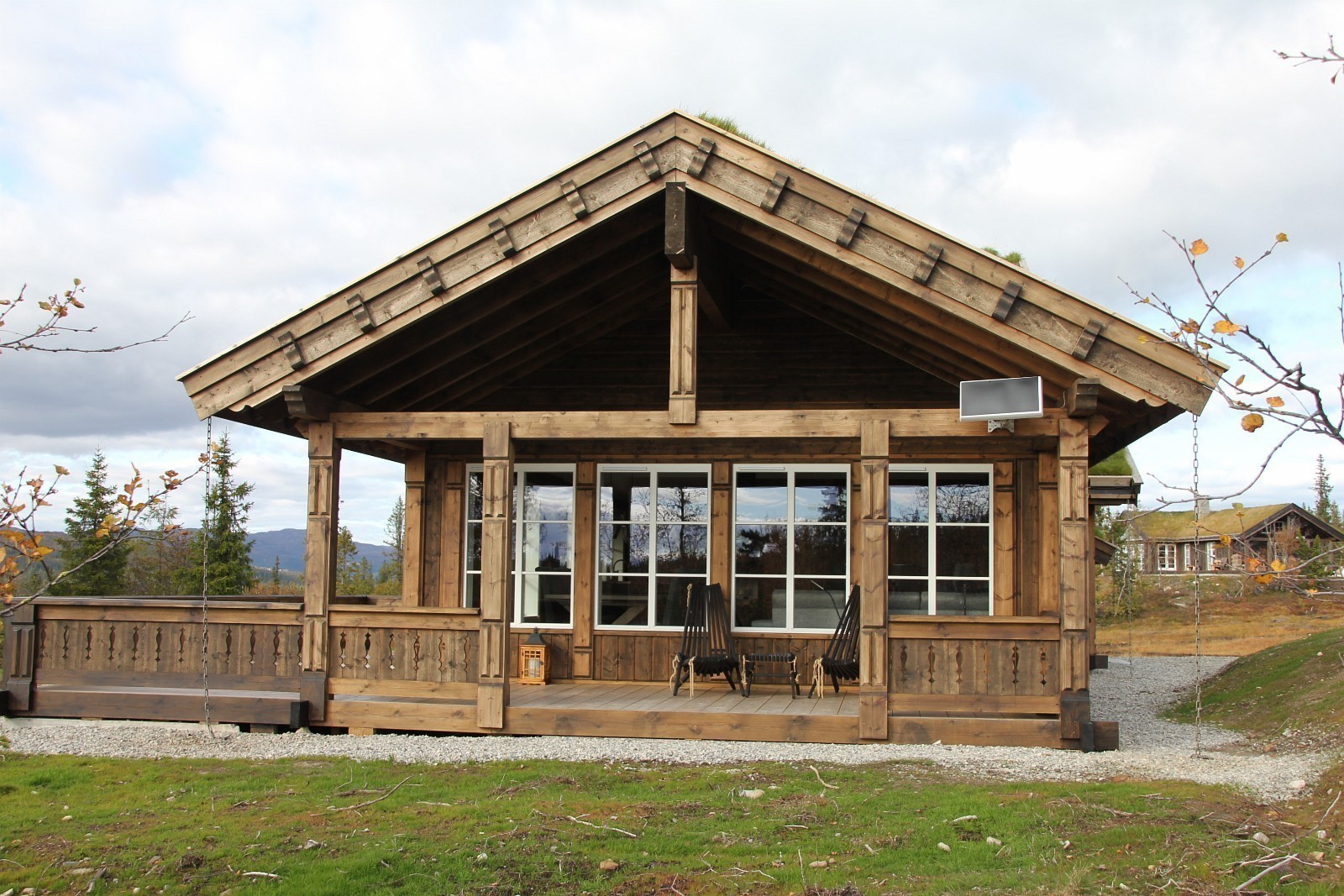 Bilde fra en tilsvarende hytte - kundetilpasninger kan forekomme. Ekstra vinduer er tilvalg.