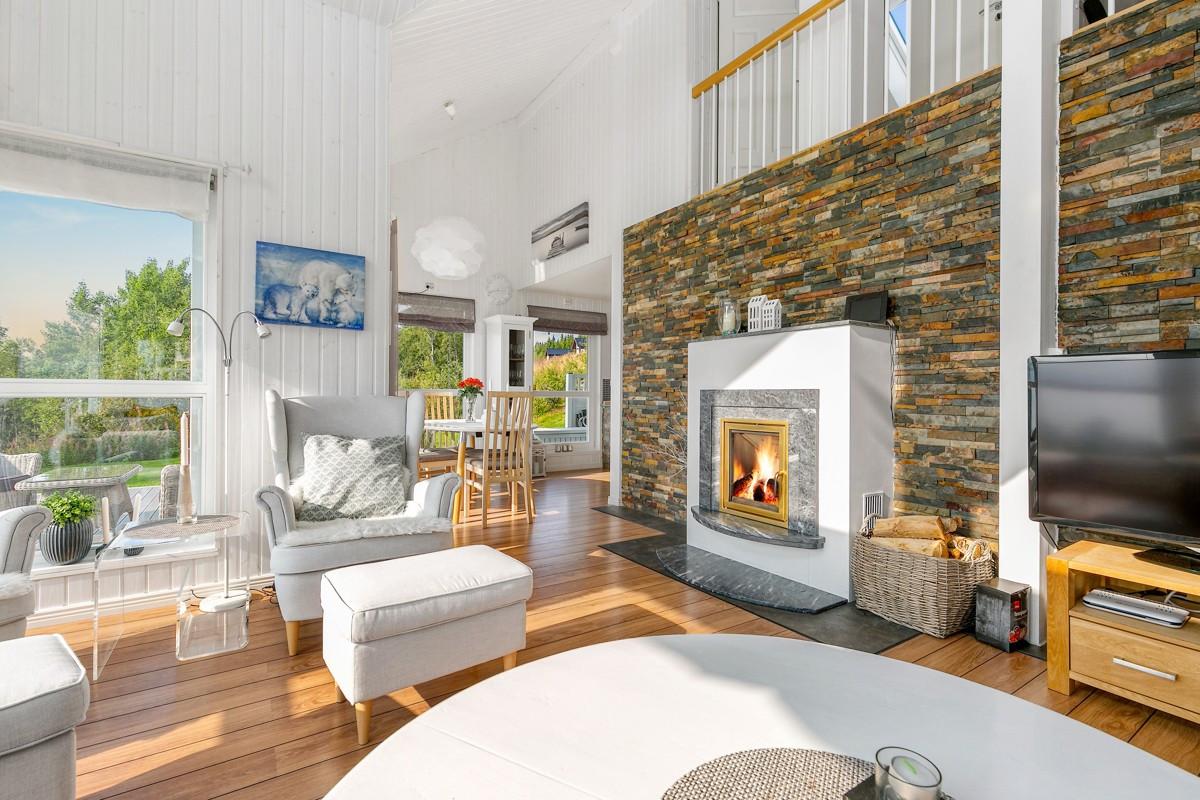 Vedovn i stuen gir en lun atmosfære, spesielt på kalde vinterdager
