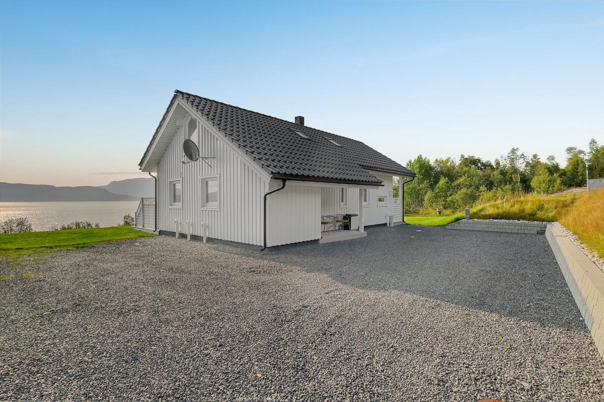 Parkering i bakkant av hytten