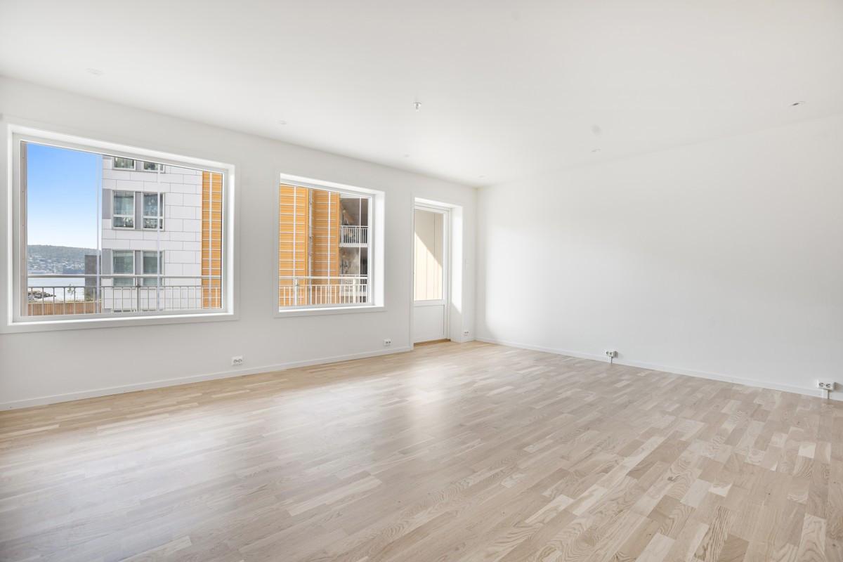 Utgang til praktisk innglasset balkong fra stue (Bildet er hentet fra tilsvarende leilighet, avvik kan forekomme)