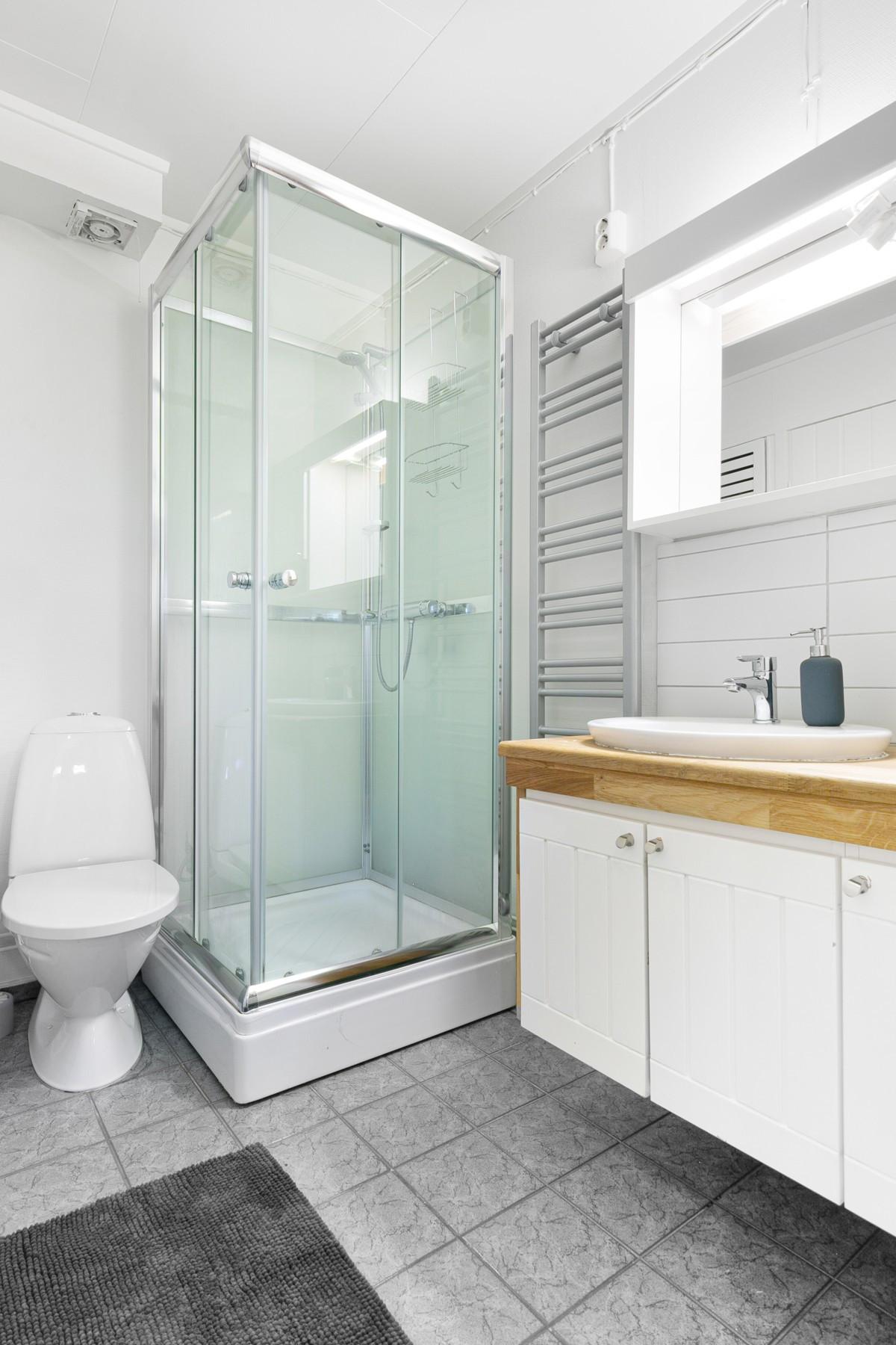 Bad med inngang til badstue