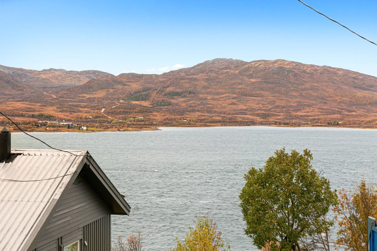 Utsikt mot Sandnessundet og Kvaløya