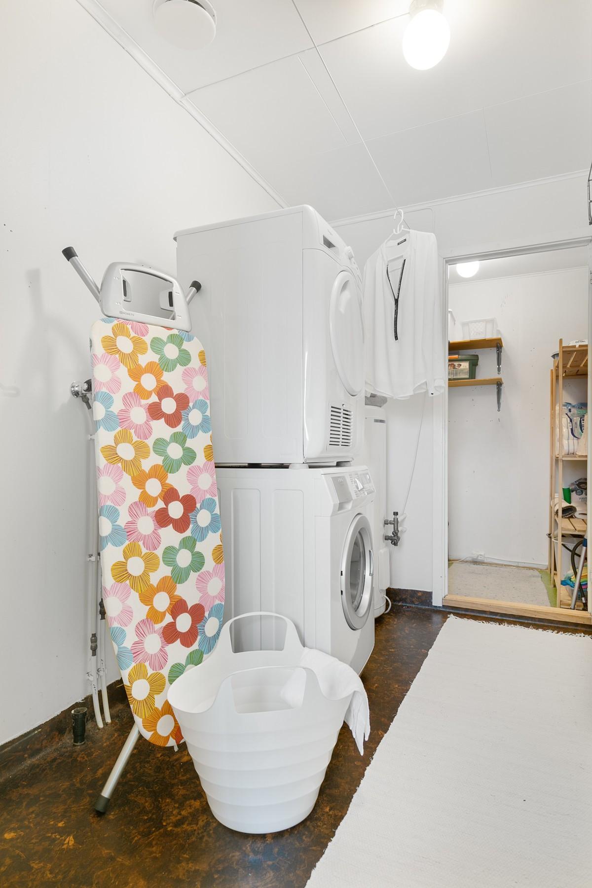 Vaskerom - Døren leder til bod innenfor vaskerommet