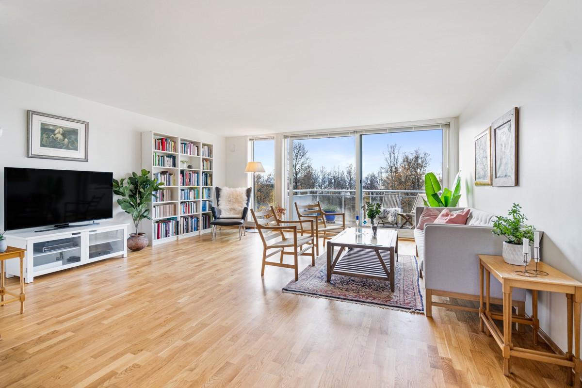 Velkommen til Brinkvegen 36 B - En stor leilighet på de to øverste plan i de populære blokkene på Brinken!
