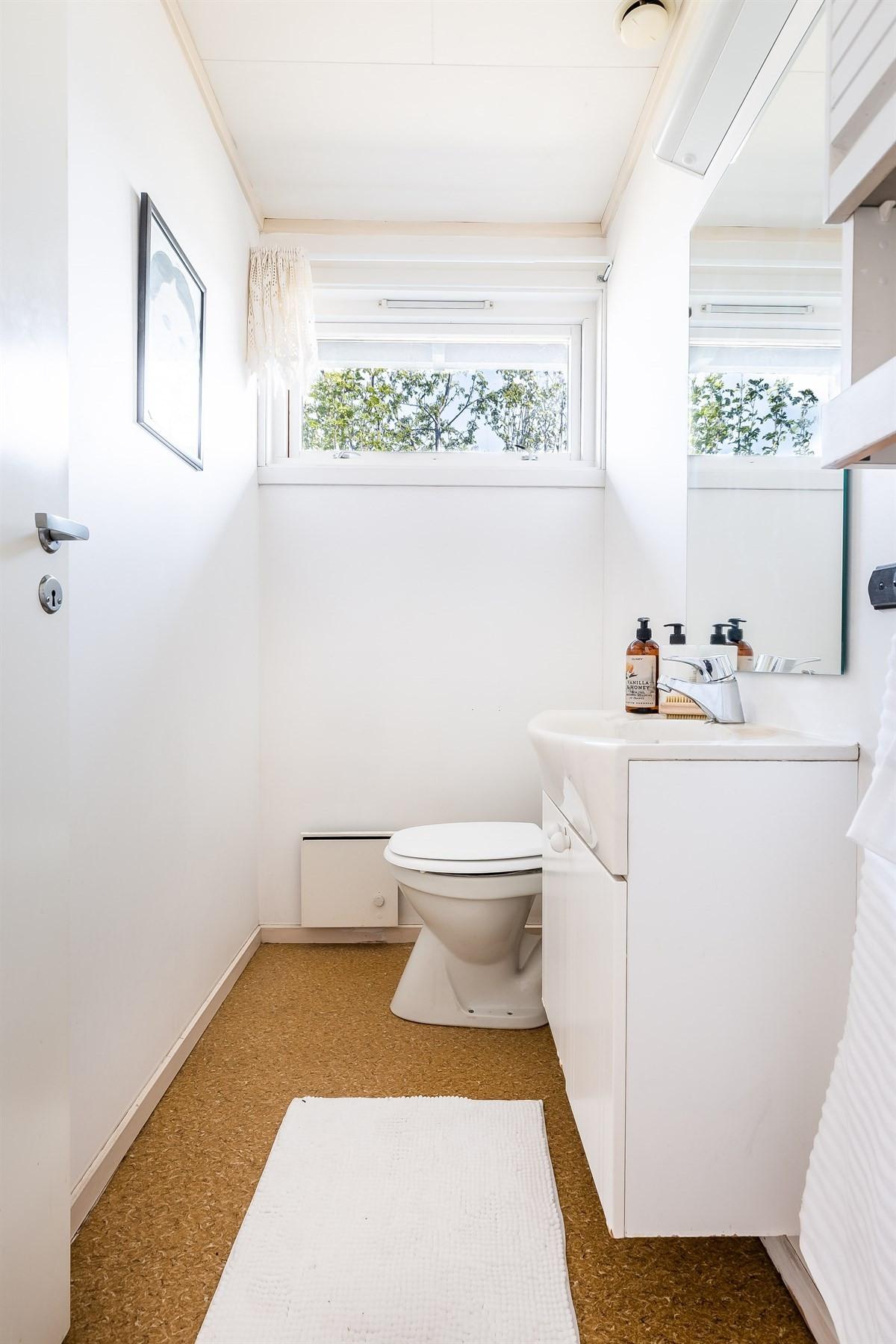Praktisk wc-rom i 1. etasje