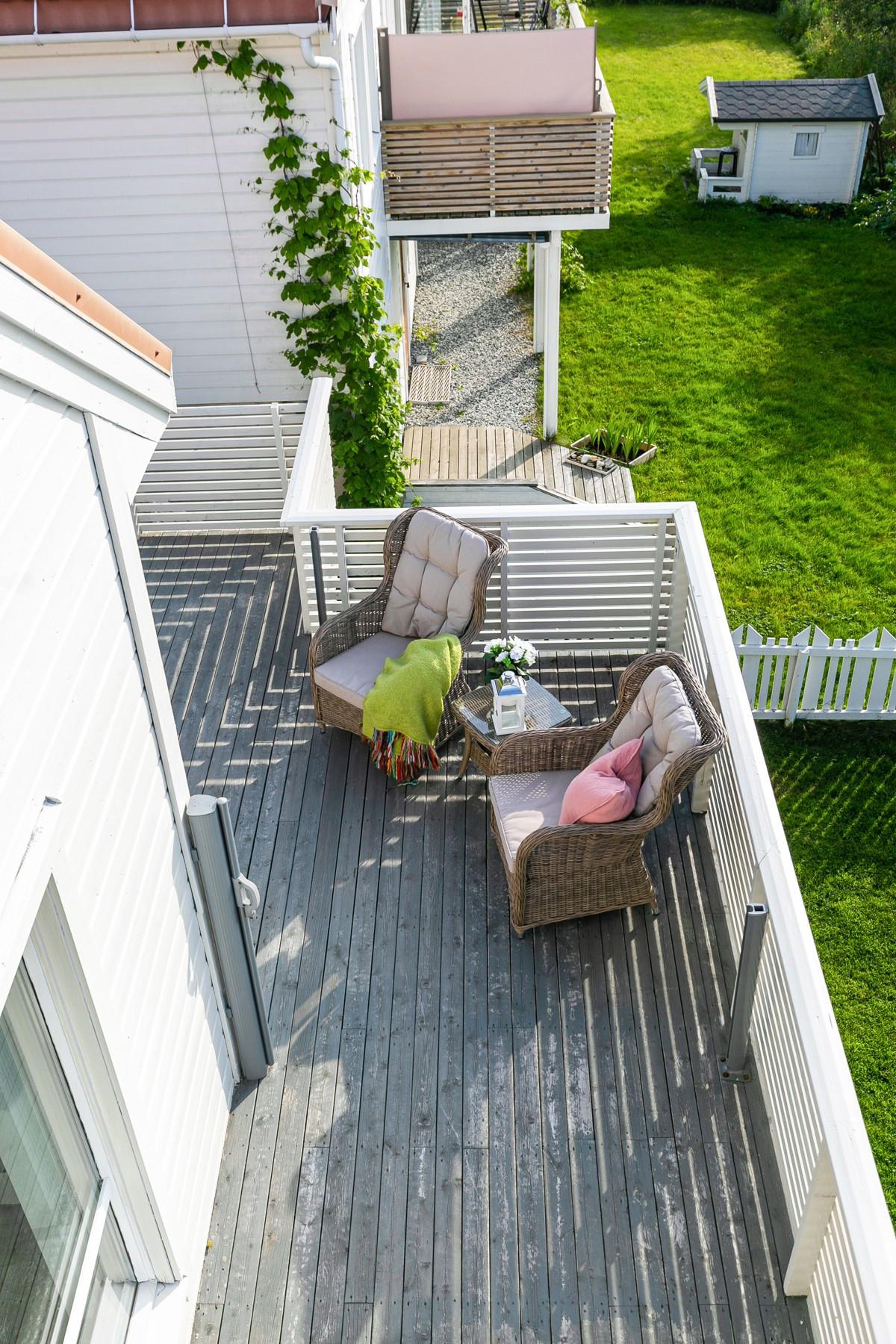Meget gode solforhold på sydvestvendt veranda