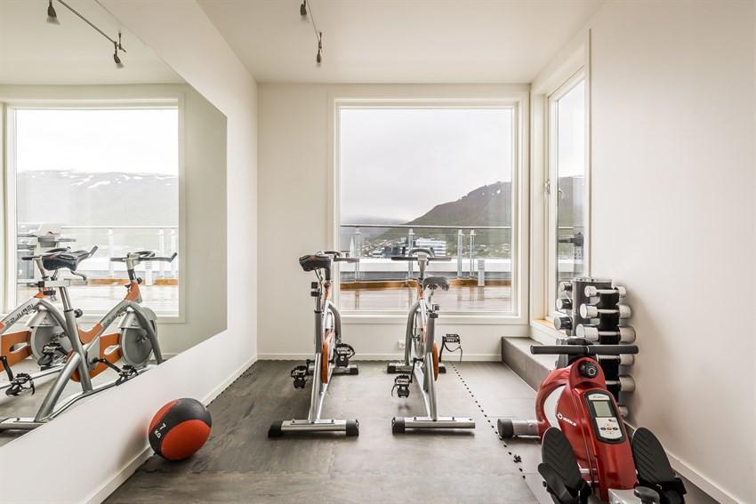 På takterrassen er det felles treningsrom med deilig utsikt