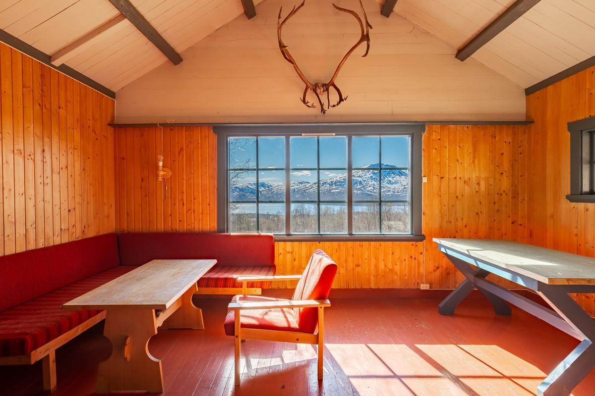 Spisestue med fantastisk utsikt mot Skogsfjorden