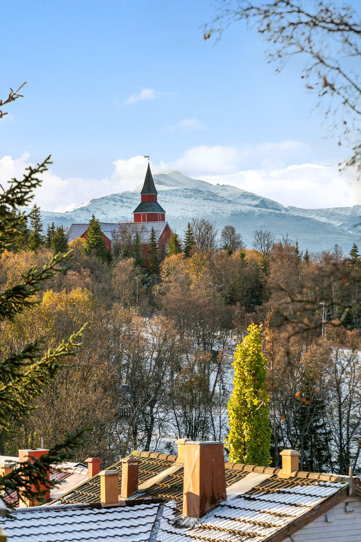 Nydelig utsikt mot vest og Elverhøy