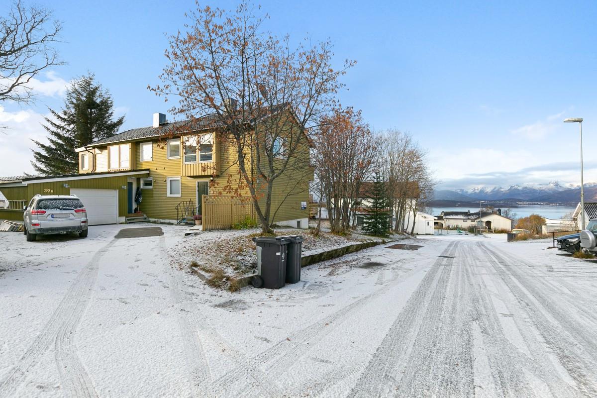 Vertikaldelt bolig på populære Elverhøy med flotte turområder i umiddelbar nærhet