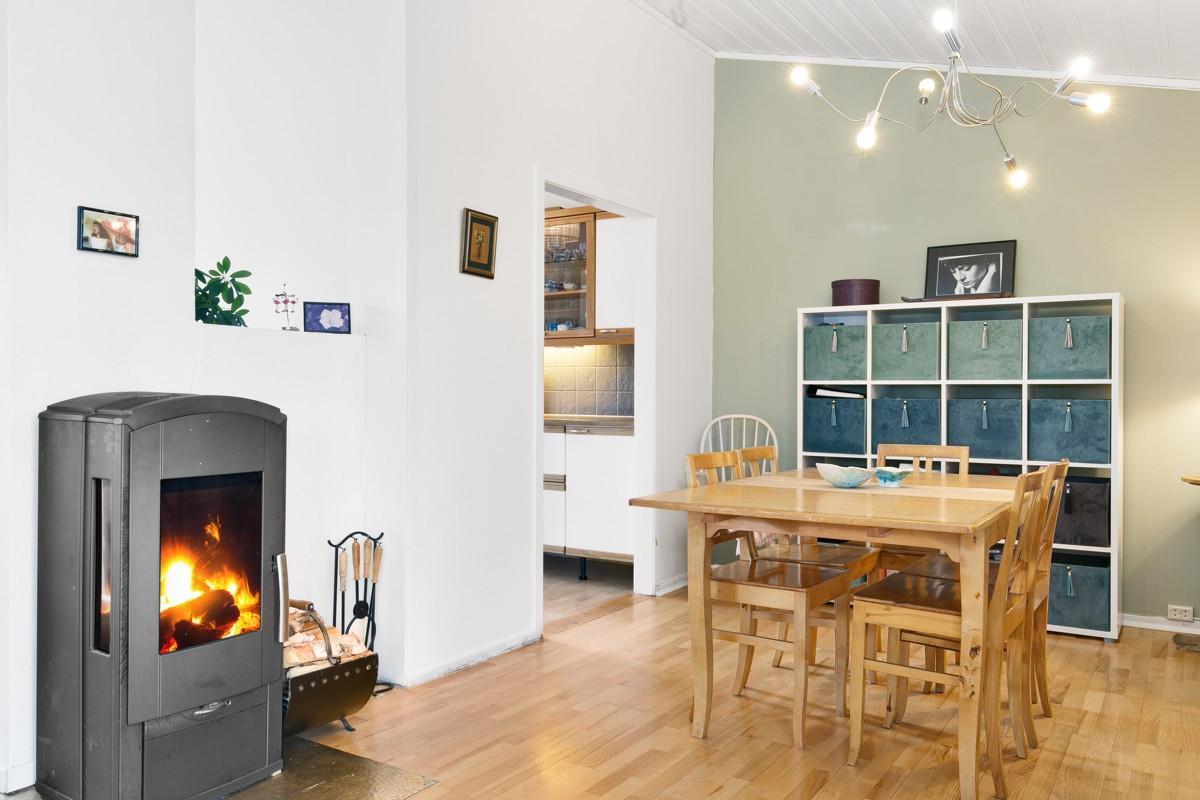 God varme fra vedovn i stue/spisestue