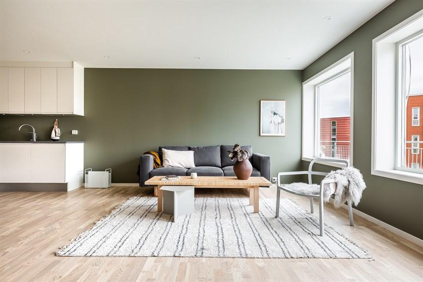Stue med gode møbleringsmuligheter (Bildet er hentet fra tilsvarende leilighet, avvik kan forekomme)