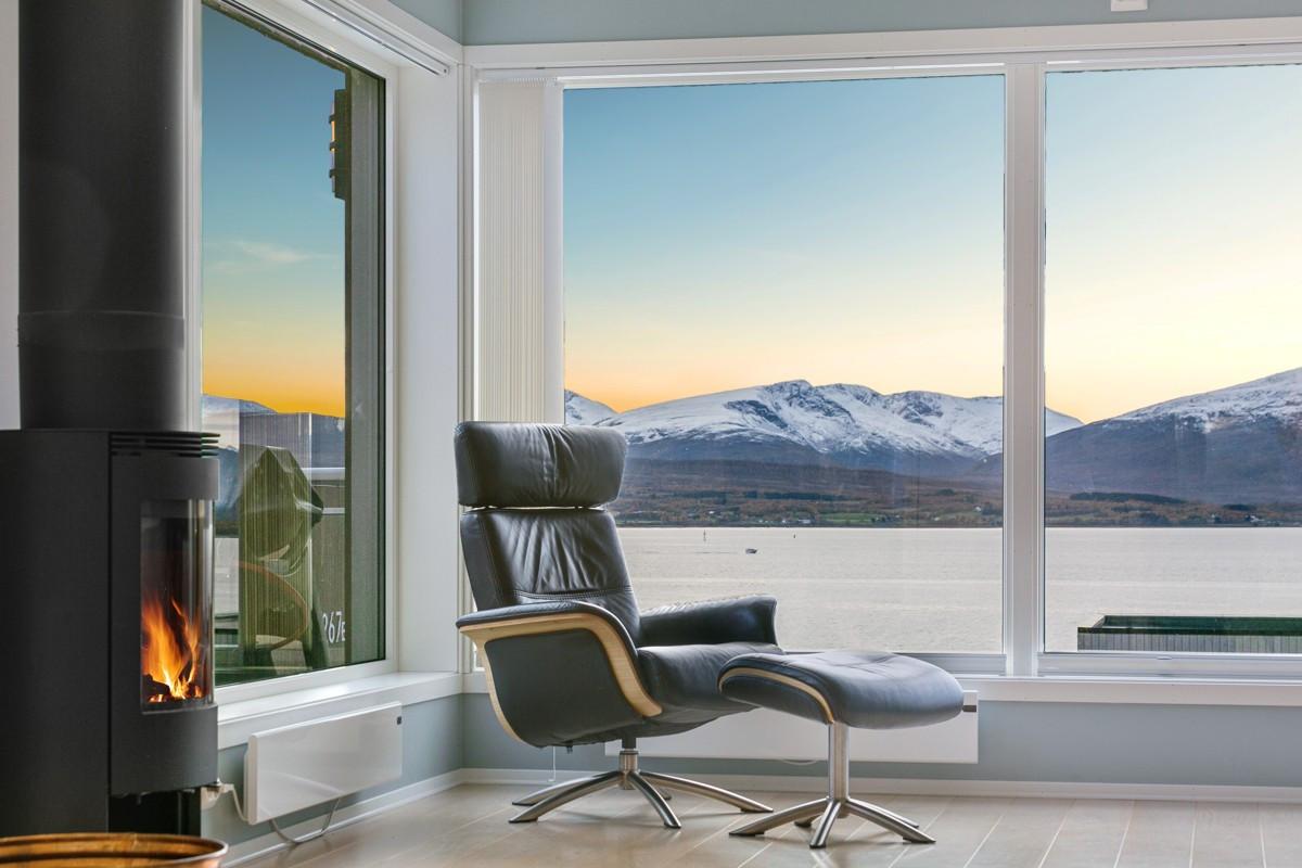 Her kan man nyte fantastiske omgivelser og se Hurtigruta passere