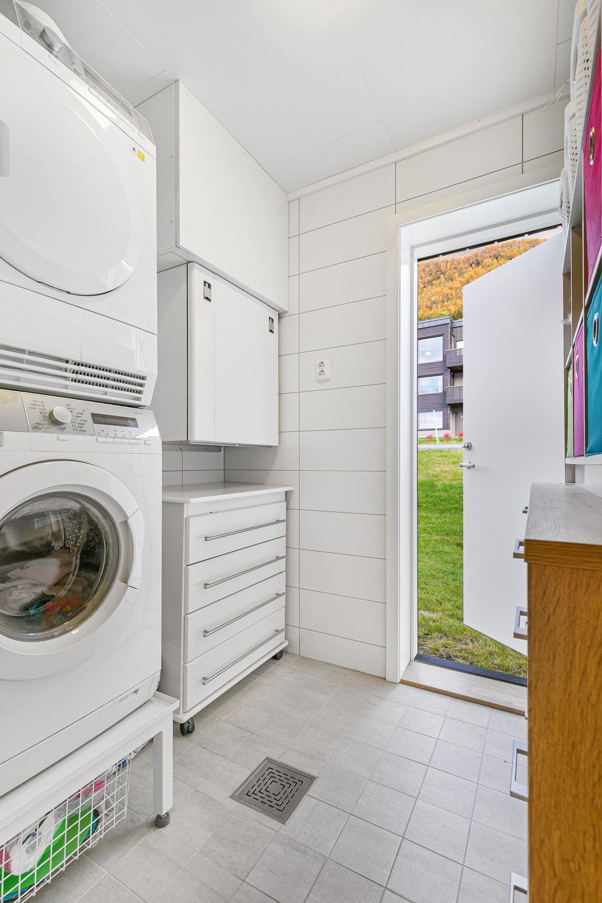 Vaskerom med egen praktisk inngang, samt opplegg for vaskemaskin